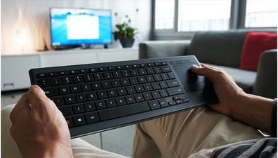 Logitech K830, un teclado retroiluminado para usar con tu HTPC