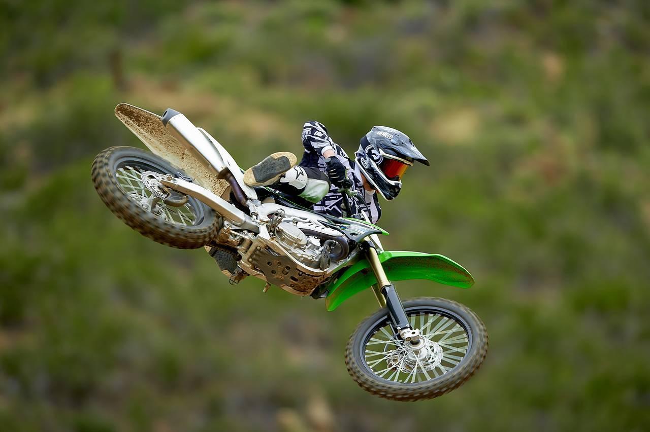 Foto de Nueva Kawasaki KX450F 2013: de la experiencia del AMA Supercross y Motocross a tu garaje (Acción) (33/42)