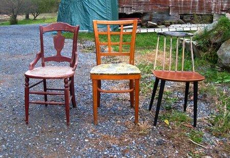 Nueva vida para tres sillas desparejadas (y bastante maltrechas)