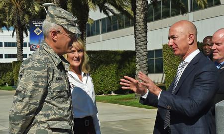 """Jeff Bezos: """"las compañías tecnológicas deben trabajar con el Pentágono o EEUU tendrá problemas"""""""