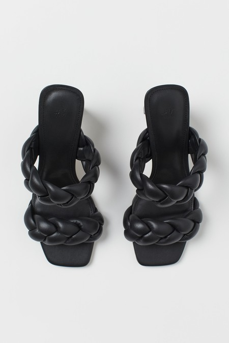 Sandalias negras por menos de 20 euros que combinan con todo: H&M las tiene de todos los estilos