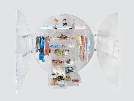 armario transparente abierto
