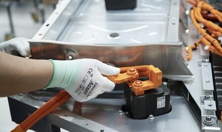 Reino Unido cierra filas para conseguir el santo grial de los coches eléctricos: las baterías de estado sólido a gran escala