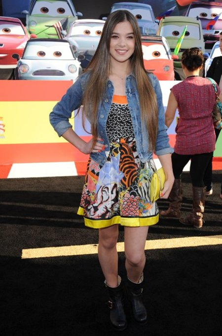 Hailee Stenfield vestido
