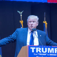 Así amenaza Trump a los fabricantes de coches por fabricar en México