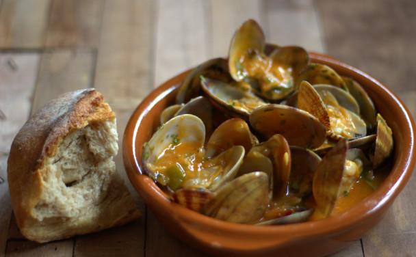 Almejas a la marinera: la receta del entrante perfecto