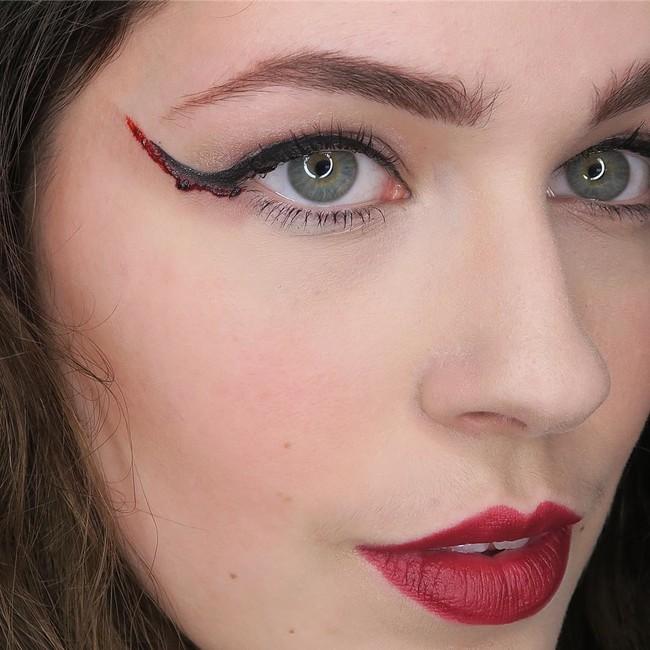 eyeliner sangre halloween