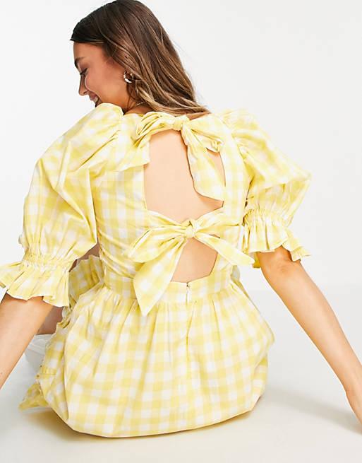 Vestido a cuadros vichy amarillos de corte amplio con diseño fruncido y lazada en la espalda de New Look
