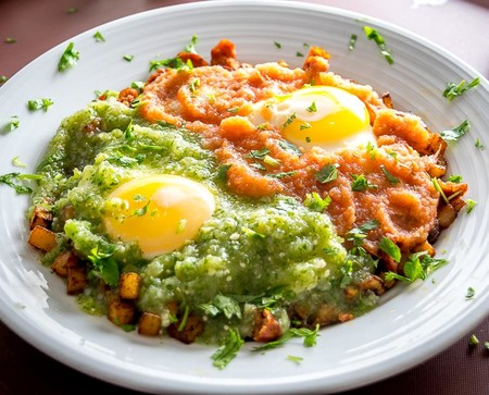 Huevos Divorciados. Receta de desayuno mexicano