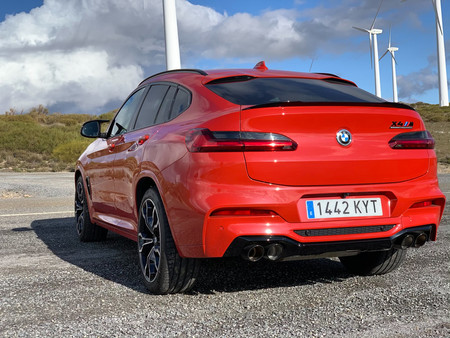 BMW X4 M Competition trasera