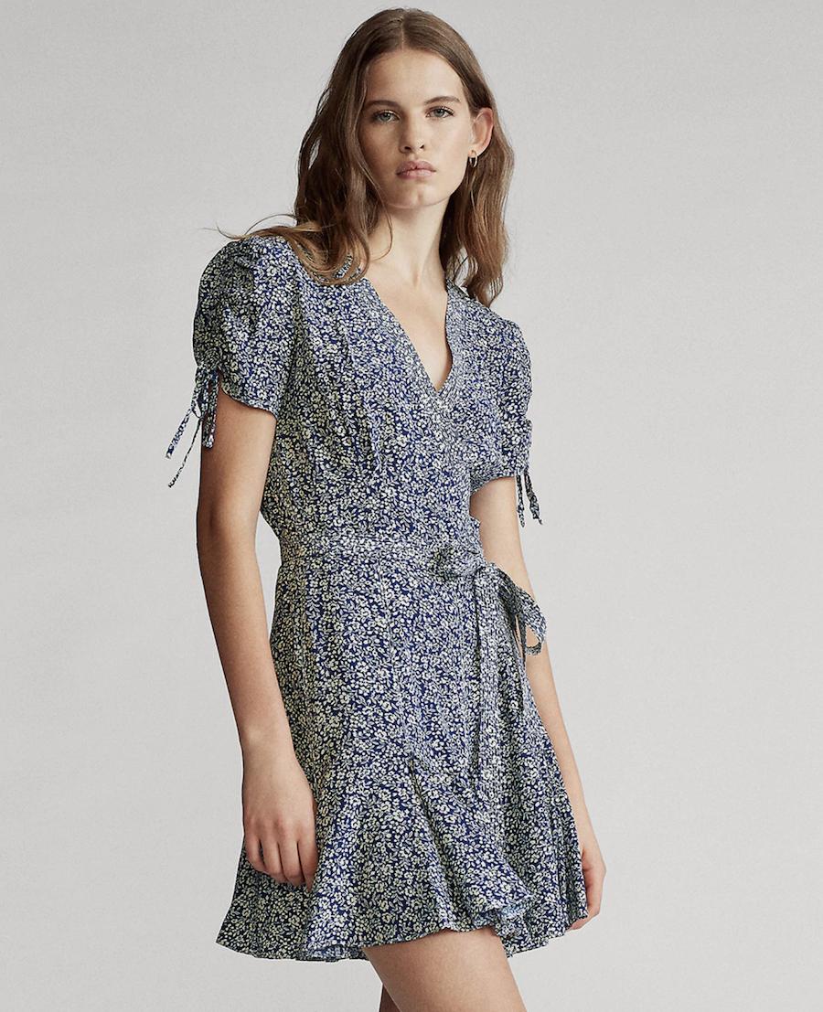 Vestido con estampado de flores y manga corta