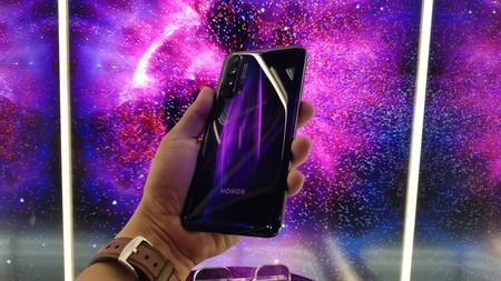 Honor 20 Pro, primeras impresiones: la personalidad hecha diseño y cámara en el smartphone más inoportuno de la empresa