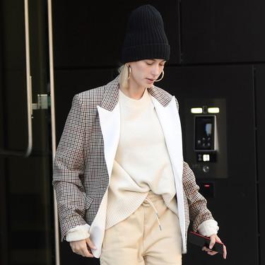 Hailey Bieber y Chloë Grace Moretz nos muestran dos maneras muy distintas de lucir pantalones de tiro alto