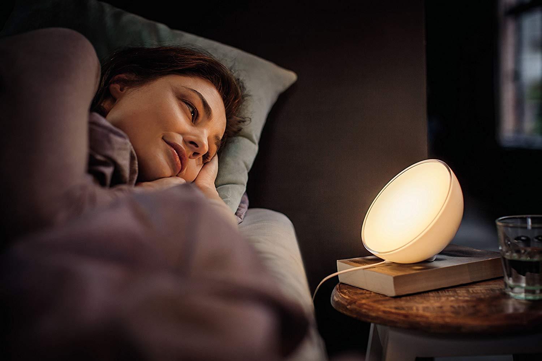 Philips Hue Go - Kit de lámpara de mesa LED con conexión inalámbrica y puente, iluminación inteligente, luces que cambian de color, compatible con Apple HomeKit y Google Home