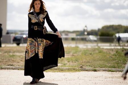 Cómo llevar un vestido largo informal según estas siete fórmulas del street style