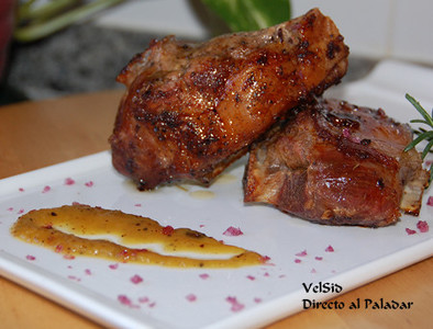 Paletilla de cordero con salsa de membrillo, mandarina y cebolla confitada