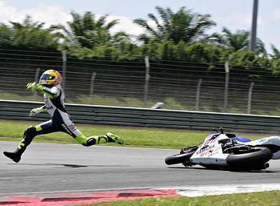 La caída de Rossi en imágenes
