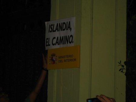 El cartel en el búnker del viejo PSOE de Interior con #rderepresion