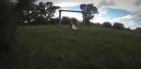 El peligro de innovar en la fotografía de bodas o el fotógrafo que estampó la cámara en la cabeza de los novios