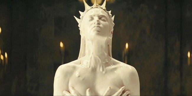 La malvada reina interpretada por Charlize Theron