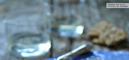 Bombones de queso de cabra y sésamo caramelizado. Receta de aperitivo