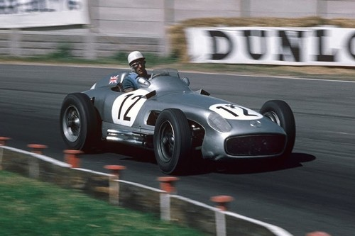 Stirling Moss, el rey sin corona de la Fórmula 1 que podía ganar con cualquier coche pero perdió con todos
