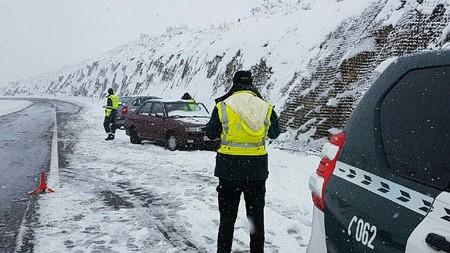 No guardes las cadenas, que tenemos nieve para rato. De momento ya hay ocho carreteras intransitables