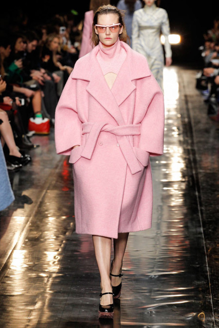 Abrigo minimalista rosa de Carven Otoño-Invierno 2013/2014