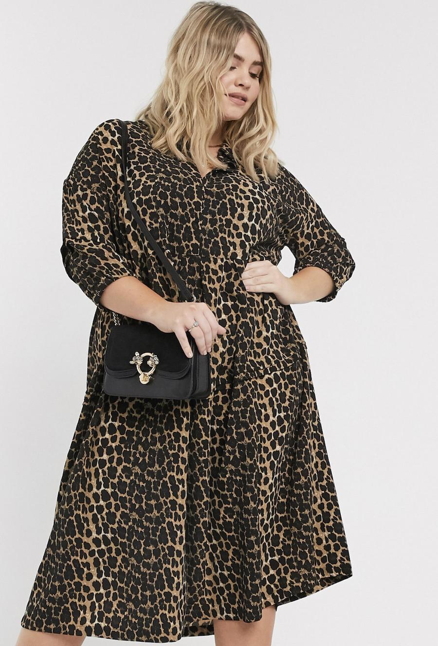 Vestido camisero con estampado de leopardo marrón de Vero Moda Curve
