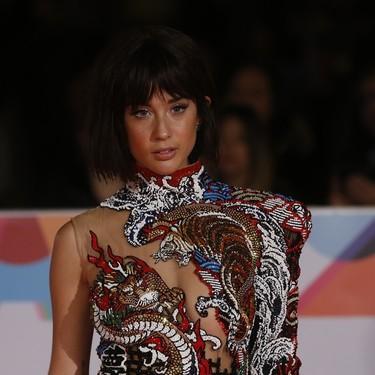 María Pedraza conquista la alfombra roja de Málaga (y todos los demás looks del octavo día del Festival)