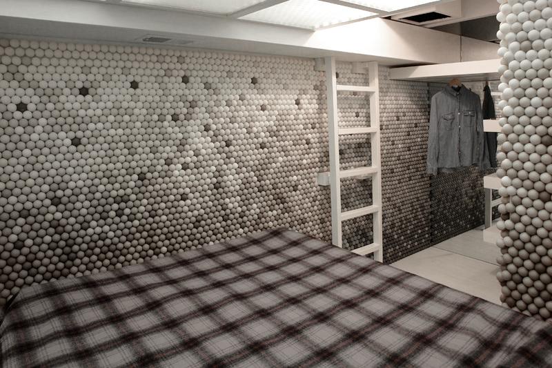 Foto de Una mala idea: revestir todas las paredes con pelotas de ping pong (1/7)
