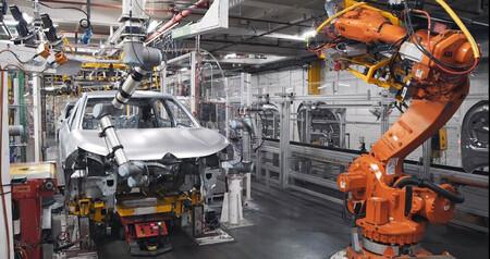 La crisis de microchips estrangula la fabricación de coches en España: en lo que llevamos de 2021 no llega al millón