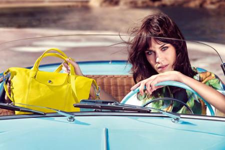 Alexa Chung en la campaña Longchamp Primavera-Verano 2014, Le Pliage en amarillo