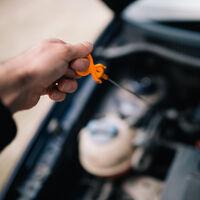 La importancia de comprobar el aceite antes de comprar un coche de segunda mano