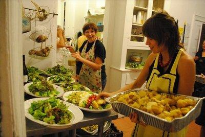 La ONG Vida Digna crea un restaurante que en realidad es un comedor benefico para familias