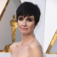 Oscar 2018: Paz Vega mezcla flores y cuadros con mucho estilo