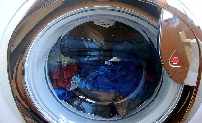 Hace cu nto tiempo que no limpias el filtro de tu lavadora for Cuanto pesa lavadora