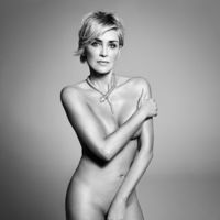 Sharon Stone se desnuda a sus 57 años para volverse a subir a este tren bala que es la vida