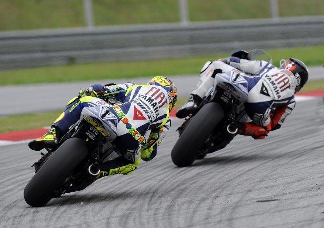 Jorge Lorenzo por delante de Valentino Rossi