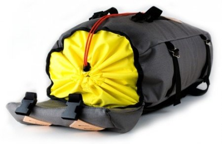 topo_designs_klettersack_quarter-bag-up.jpg