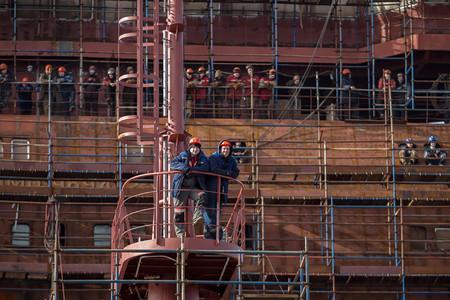Trabajadores A Bordo Del Barco