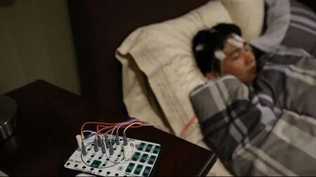 Es mala idea que escuches música poco antes de irte a dormir: tu sueño será menos plácido