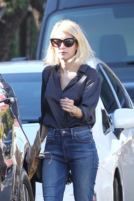 Emma Roberts sabe que unos llamativos zapatos rojos pueden cambiar radicalmente tu look