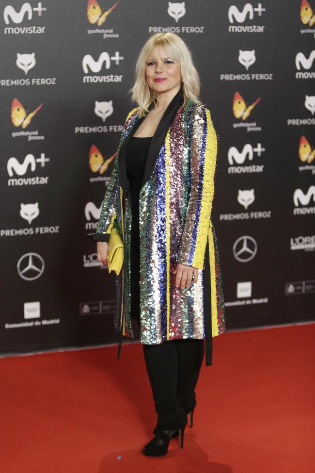 premios feroz alfombra roja look estilismo outfit Lluvia Rojo