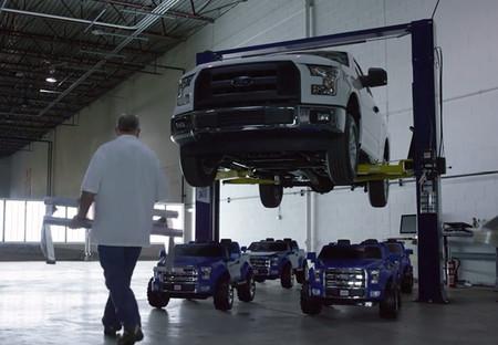 Vídeo: ¿Cuatro Ford F-150 de juguete son lo mismo que uno real?