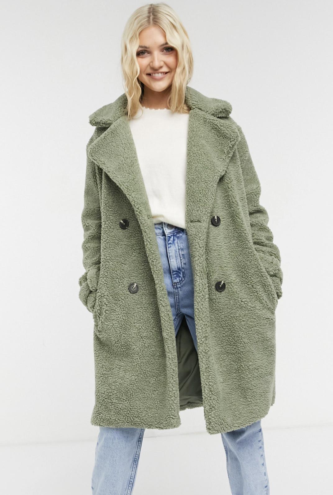Abrigo verde salvia de doble botonadura de borreguito de Violet Romance