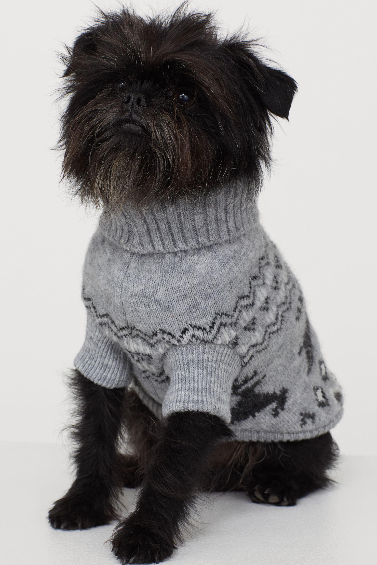 Ugly sweater con cenefas de renos y lentejuelas