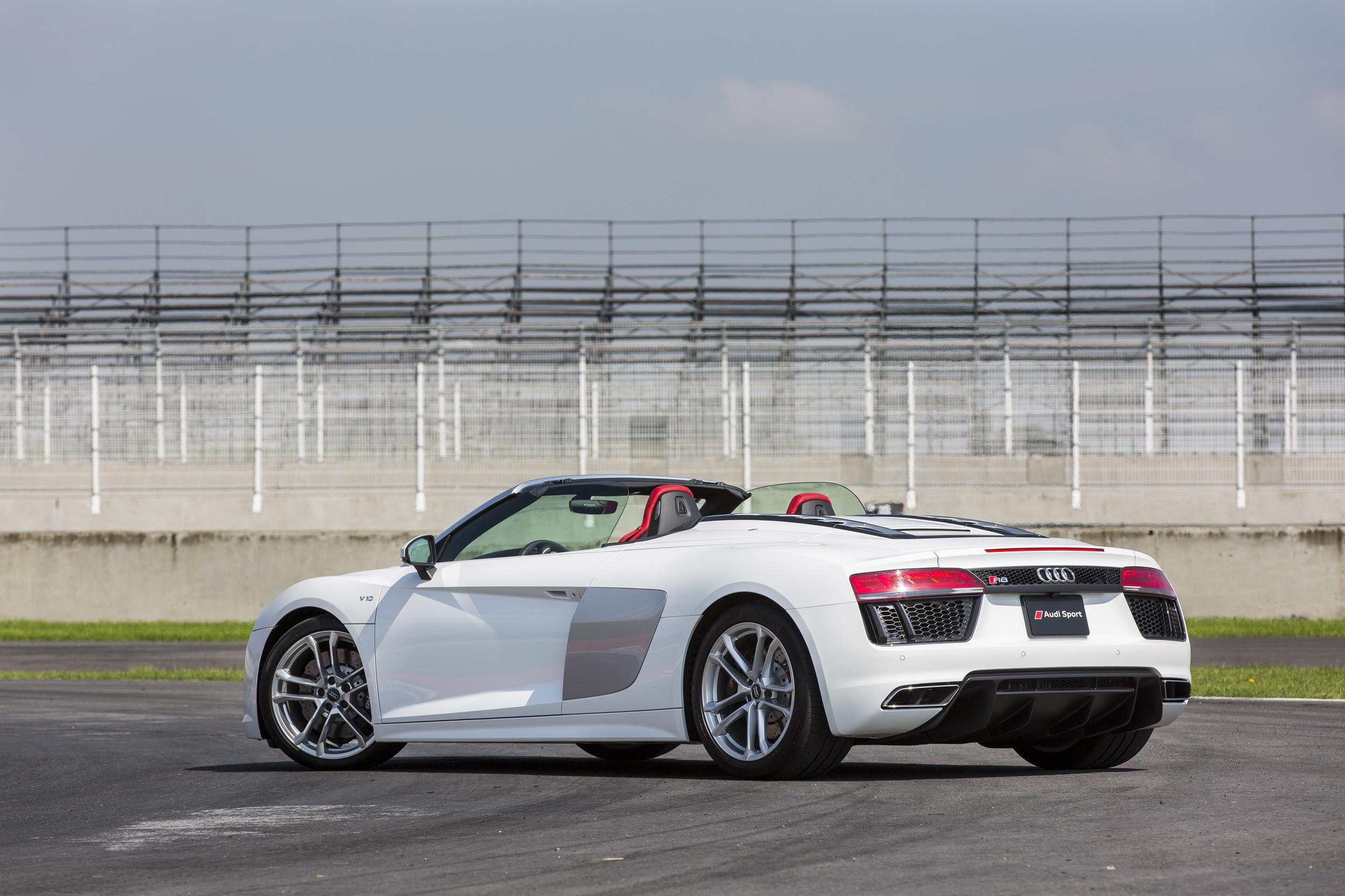 Foto de Audi R8 Spyder (29/38)