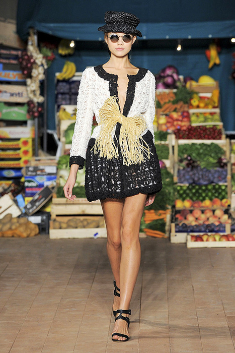 Foto de Moschino Cheap and Chic Primavera-Verano 2012 (2/28)