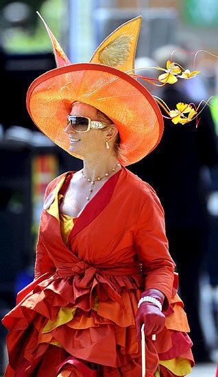 Foto de Ascot 2008: imágenes de sombreros, tocados y pamelas (9/20)
